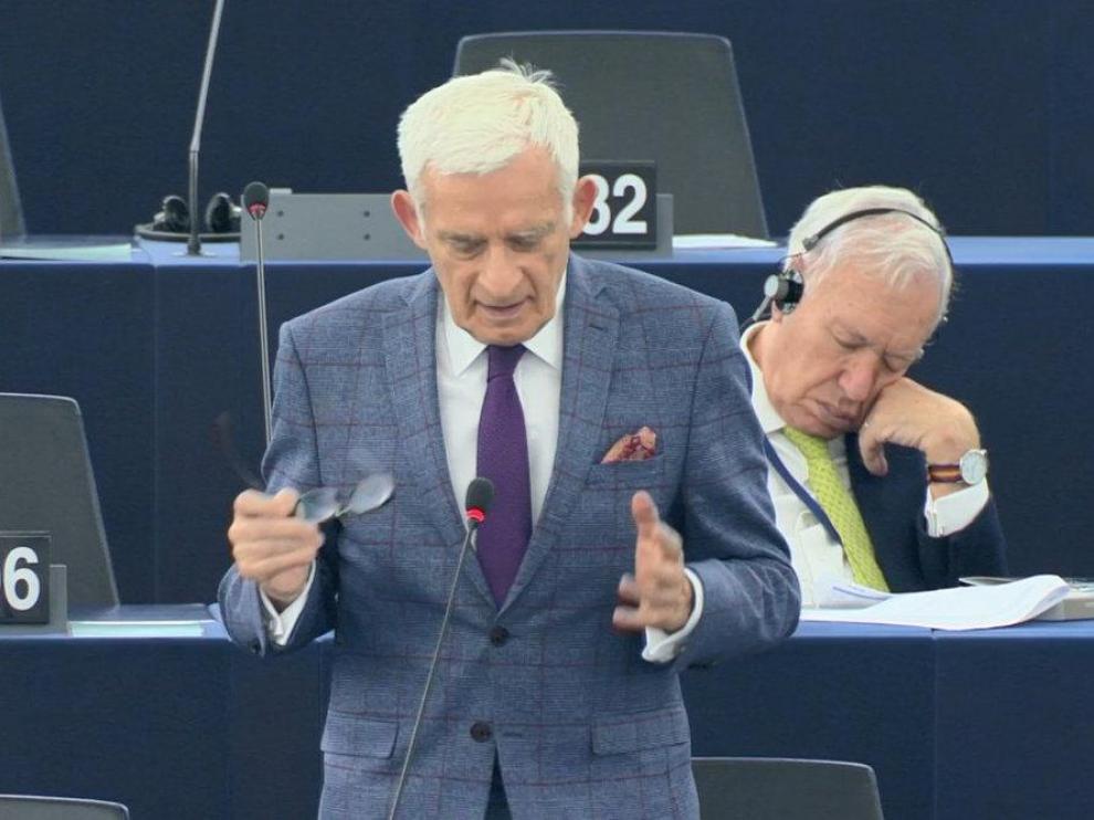 García Margallo se queda dormido en el Parlamento Europeo y cita a Unamuno para excusarse