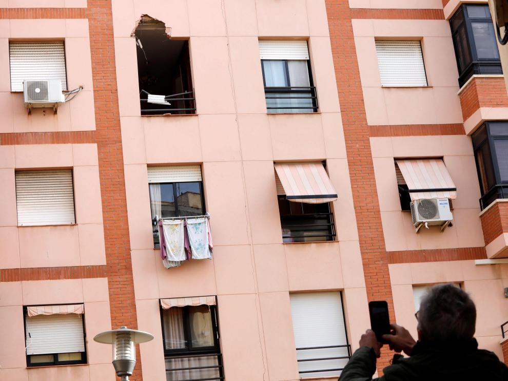 Una pieza de hierro entró por la ventana del edificio tras la explosión de Tarragona