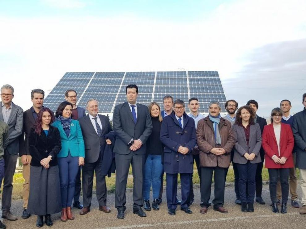 Fotografía de familia de las empresas participantes en la primera reunión del proyecto HIGGS en Walqa