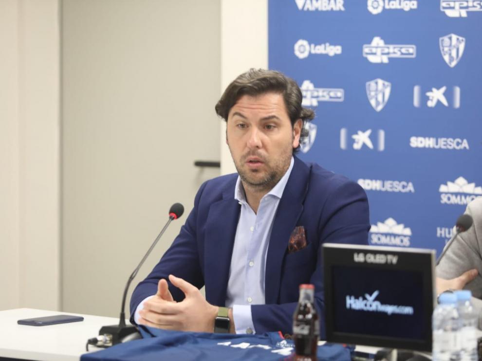 Imagen de Rubén García durante la presentación de Rafa Mir