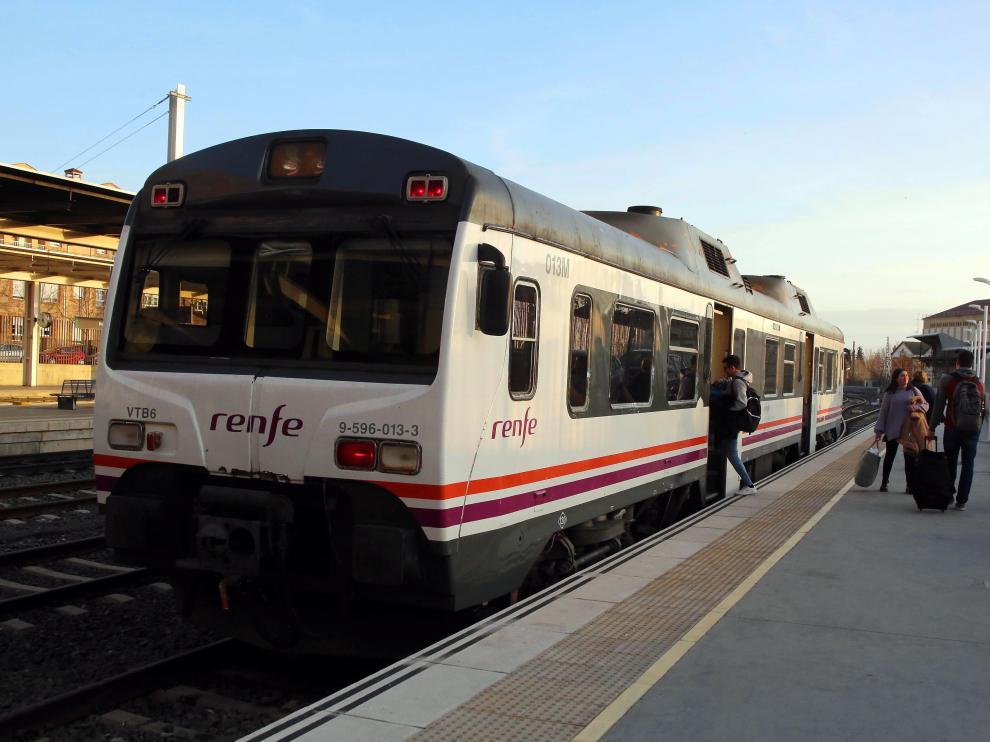 Imagen de archivo de un tren en la estación de Huesca.