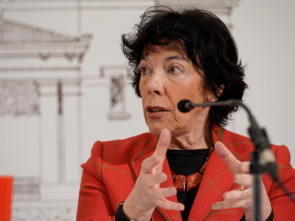La ministra de Educación, Isabel Celàa, durante su intervención este lunes en la localidad de Llodio.