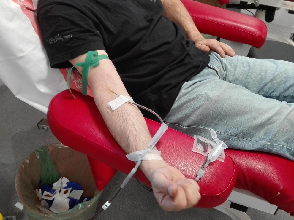 Un donante, en el Banco de Sangre y Tejidos de Aragón