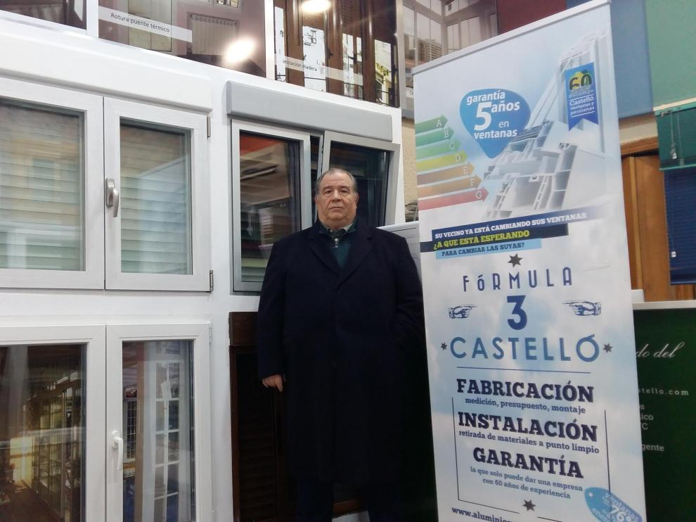 José Ángel Castelló Moreno en el negocio en el que ha trabajado durante más de 40 años.