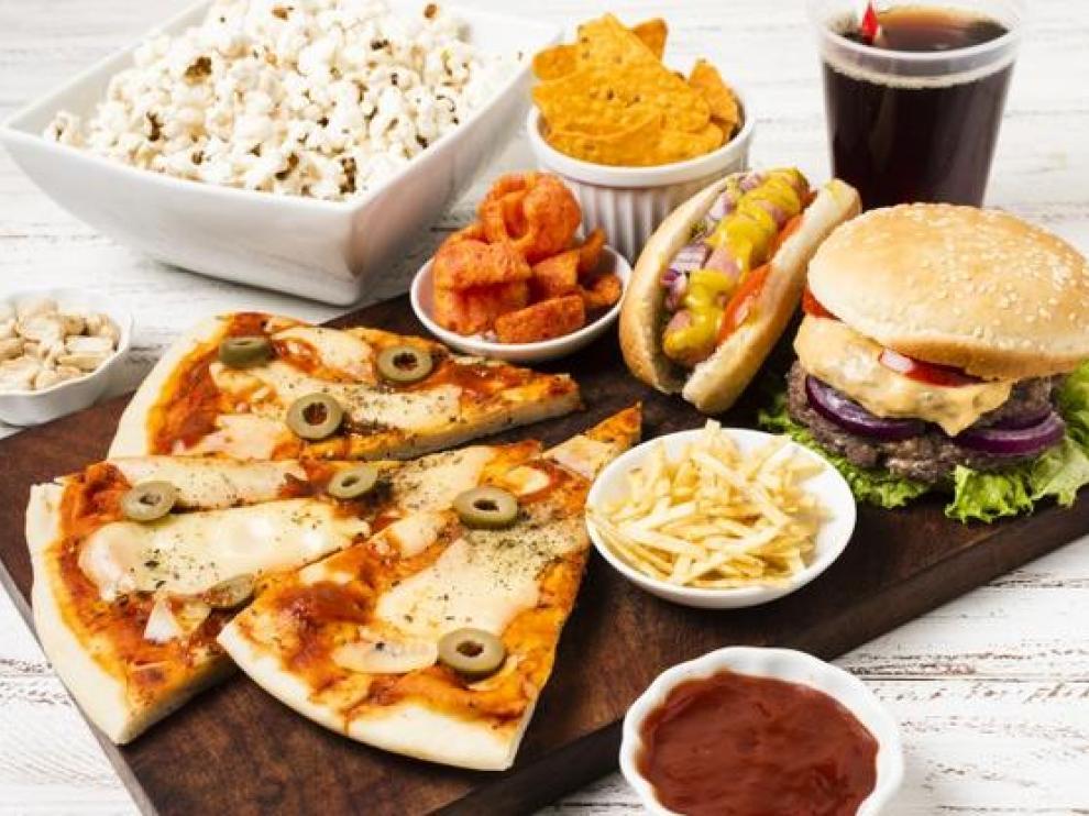 El consumo de comida basura está cada vez más extendido entre los niños.
