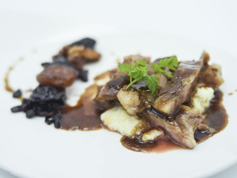 Abanico ibérico, compota de invierno y vino tinto, del restaurante El Chalet.