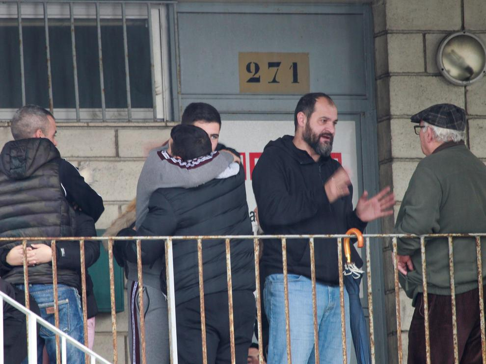 Familiares de los tripulantes del pesquero desaparecido esperan noticias en la sede de la Federación Andaluza de Asociaciones Pesqueras.