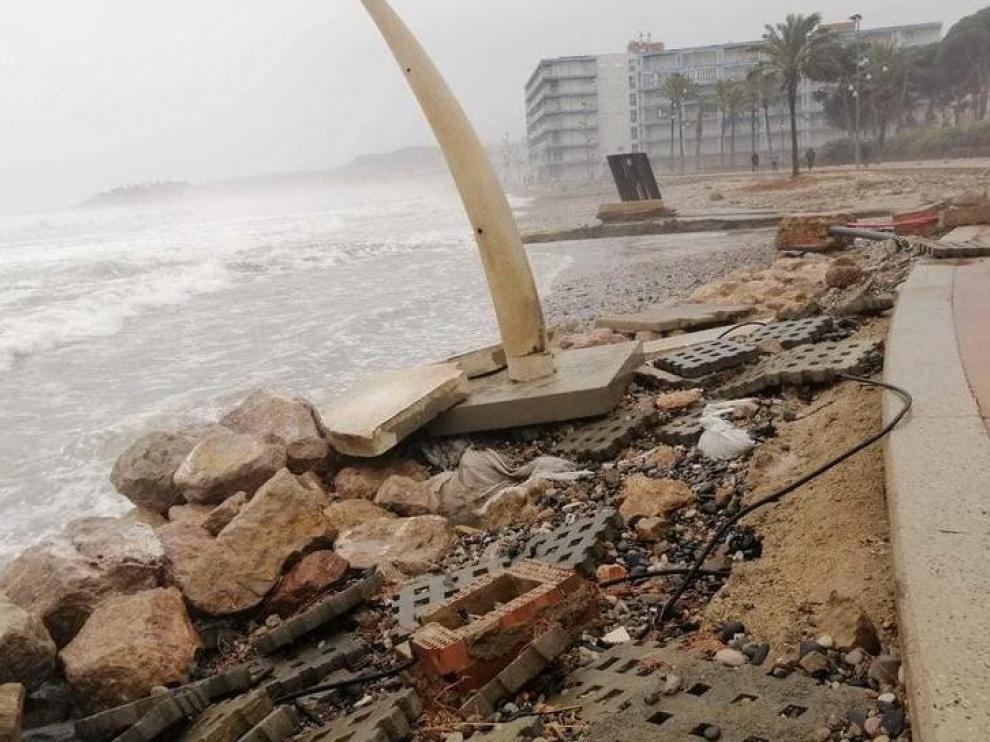 Imagen de la playa de La Pineda tras el paso de la borrasca Gloria.