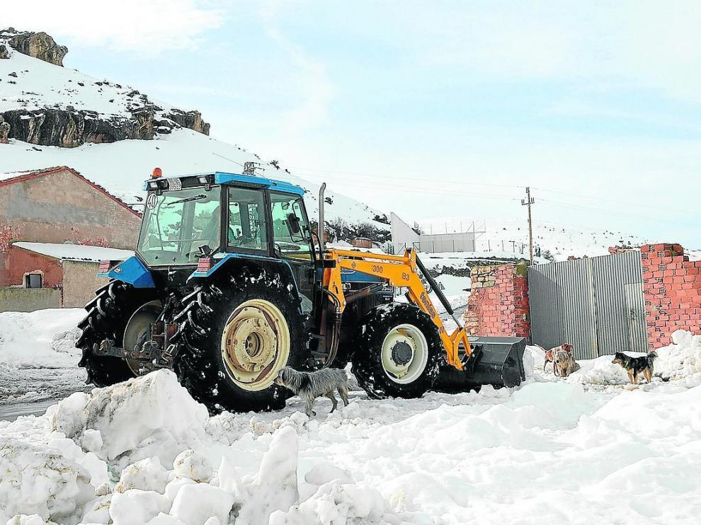 La nieve seguía cubriendo ayer Monforte de Moyuela, en la provincia de Teruel.