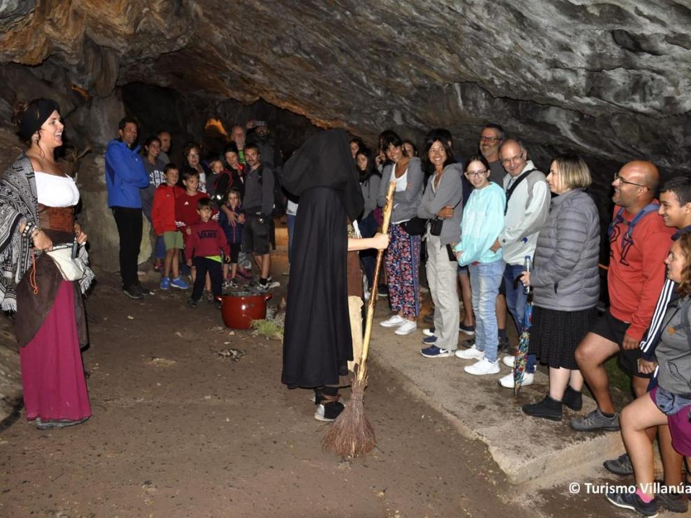 La visita teatralizada por la que se ha premiado a las cuevas se ofrece a final de agosto.