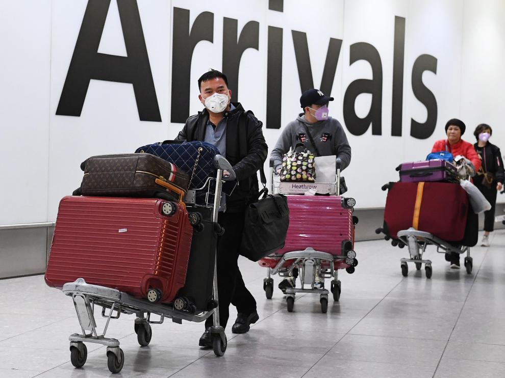 Aeropuerto de Heathrow donde se han empezado a controlar los vuelos directos desde China.