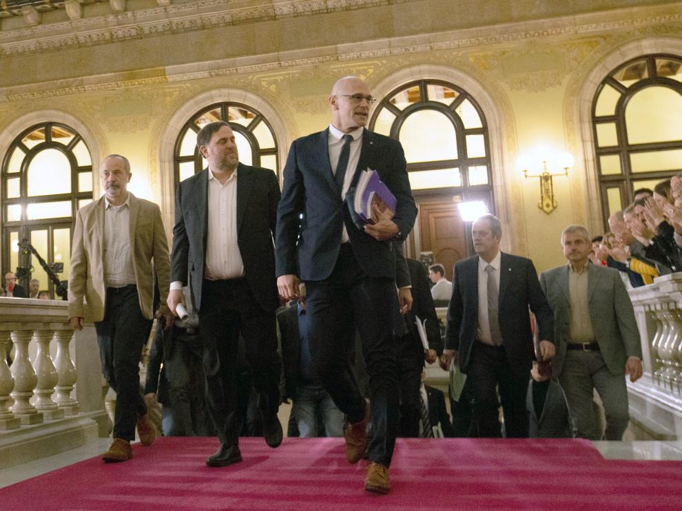 Los exconsejeros presos, en el Parlament