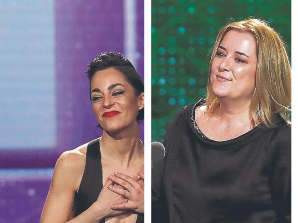 Natalia Moreno y Carla Pérez de Albéniz, dos de las galardonadas, en el escenario de los Goya 2020.