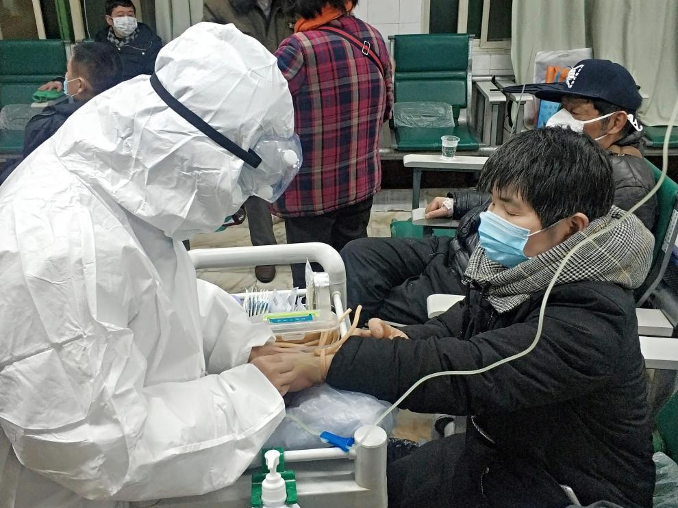 Una paciente se somete a las pruebas en un hospital de Wuhan, la ciudad donde se originó el virus.