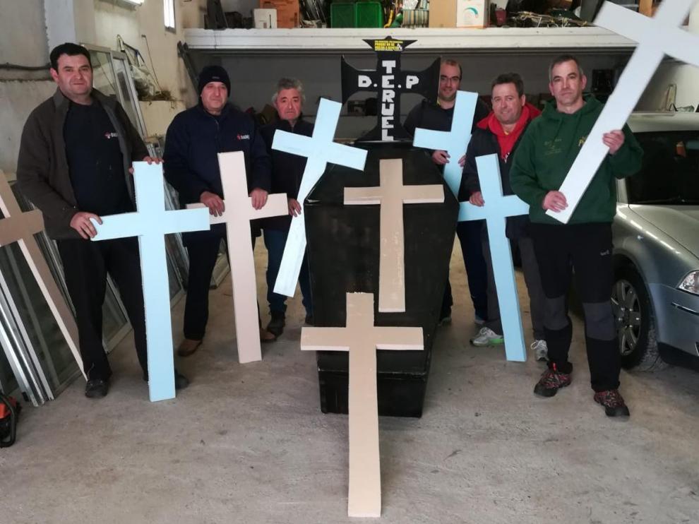 Los trabajadores de la térmica de Andorra preparaban este miércoles las movilizaciones.