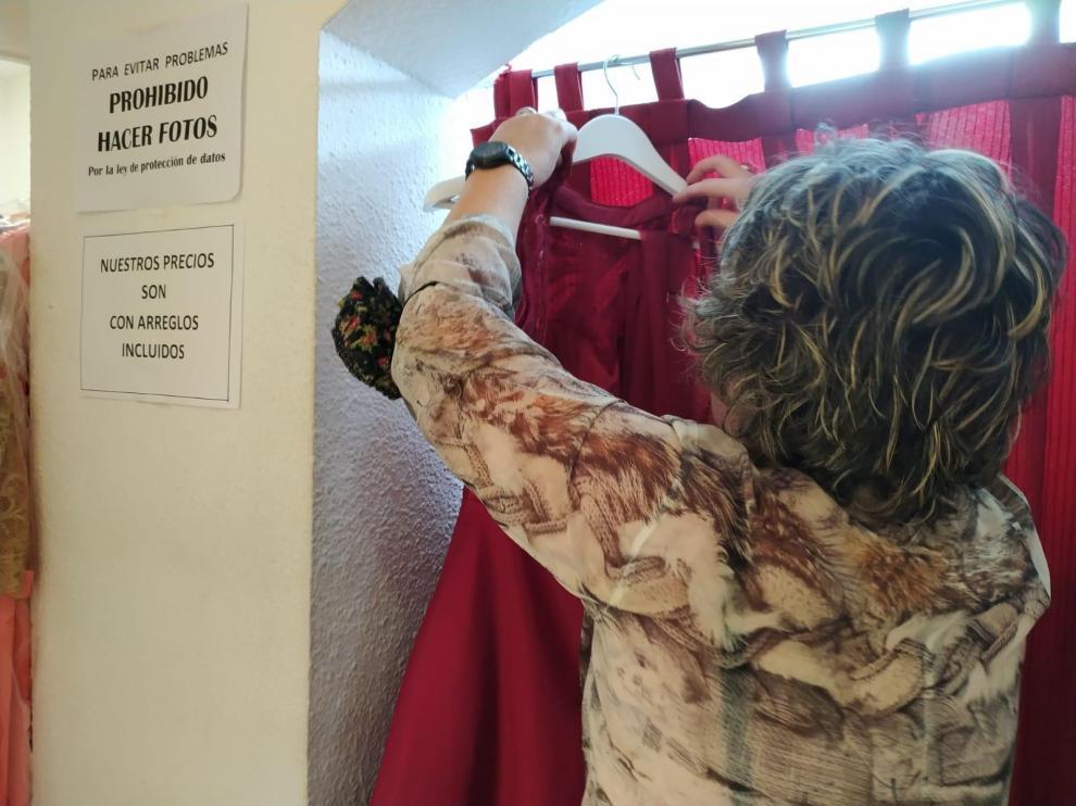 Prohibido hacer fotos en una tienda de vestidos de fiesta de Zaragoza.