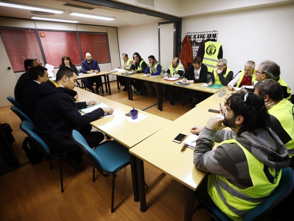 Reunión en el SAMA entre FCC y trabajadores de parques y jardines de Zaragoza