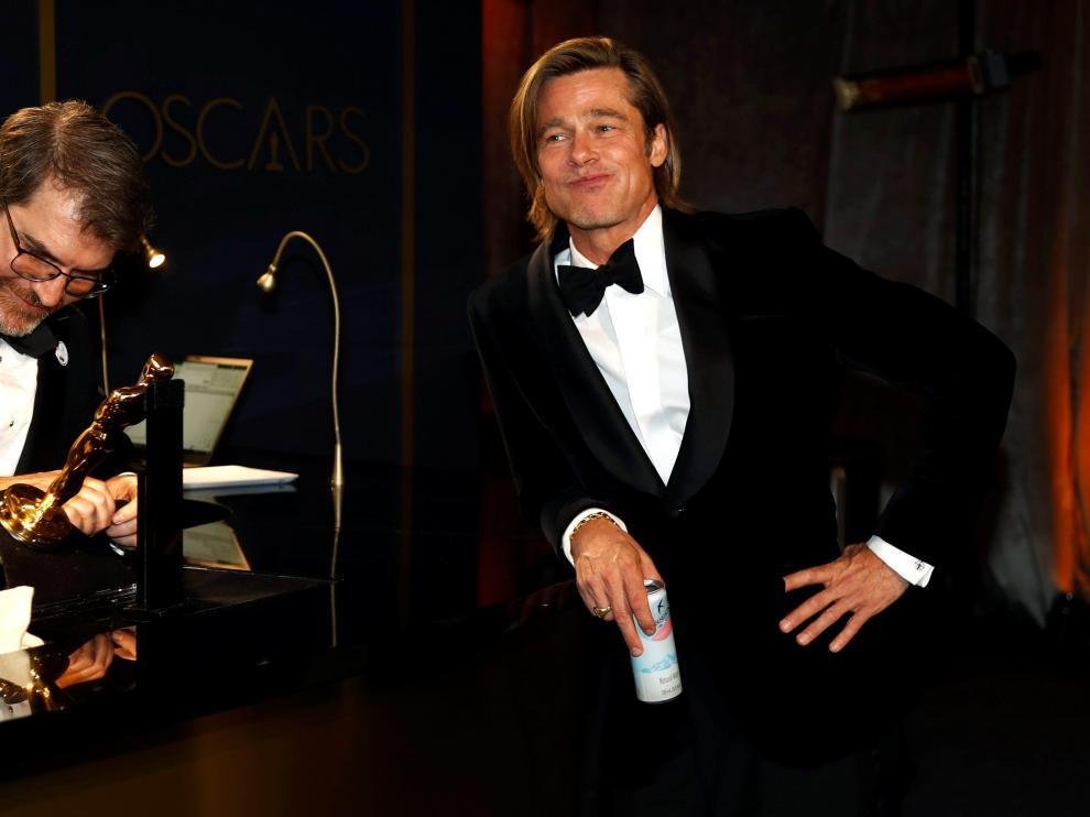 Brad Pitt aguarda a que graben su nombre en su primer Óscar como actor.