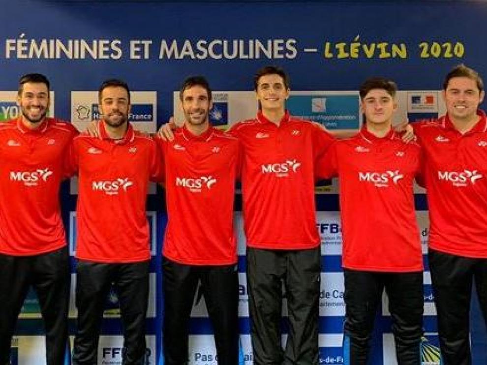 El equipo español de bádminton, con Pablo Abián (cuarto por la derecha), en el Europeo