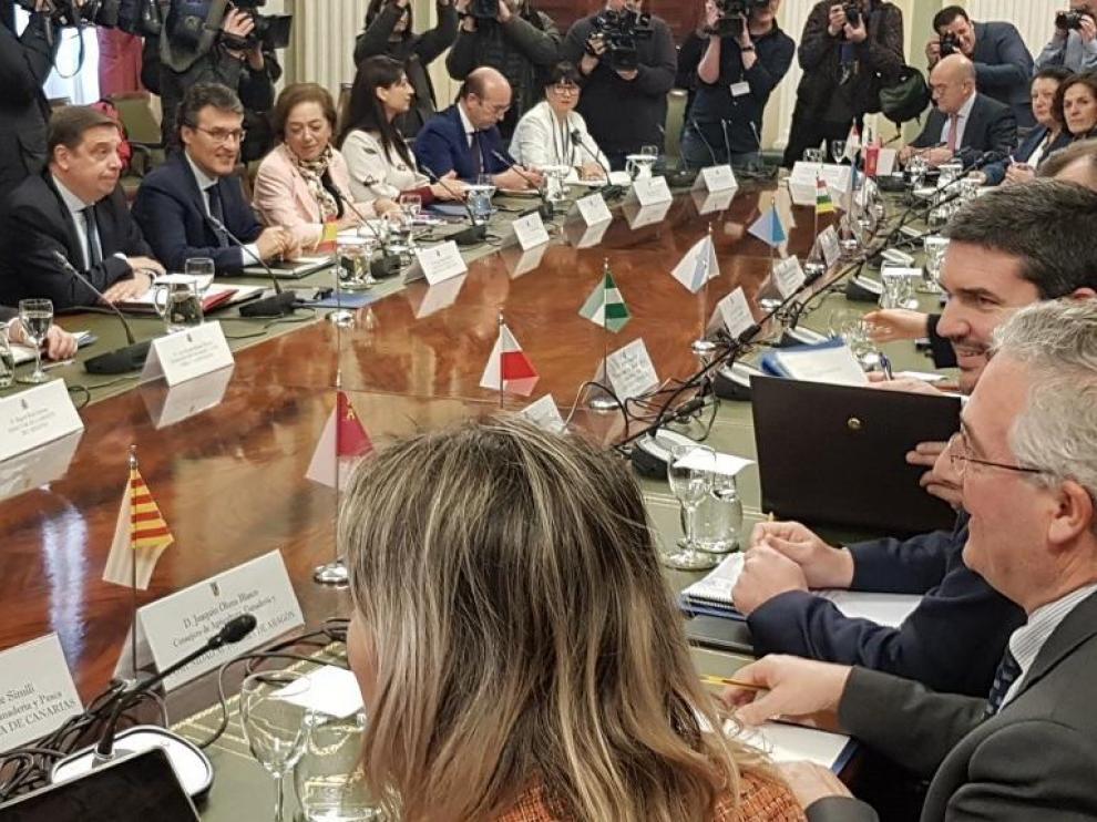 El consejero de Agricultura del Gobierno de Aragón ha asistido a la reunión extraordinaria convocada en el Ministerio.