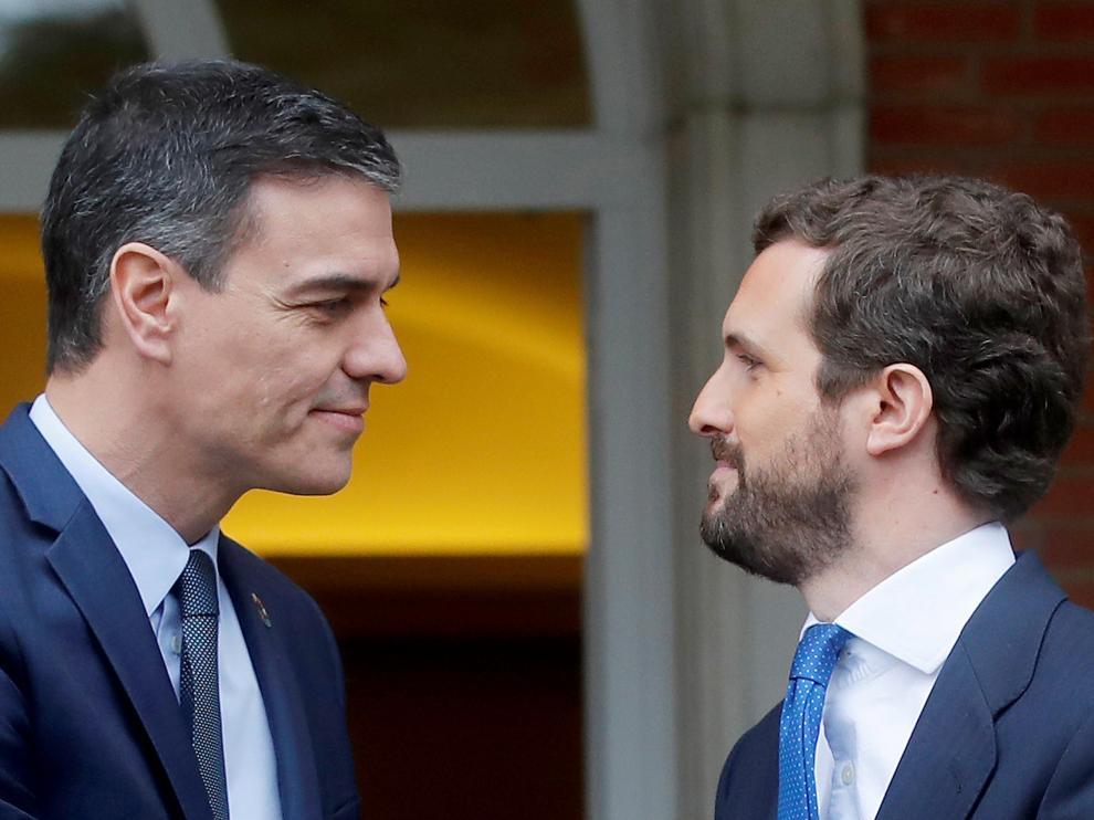 Reunión en Moncloa entre Casado y Sánchez