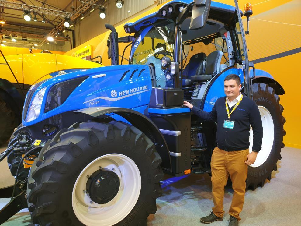 """El tractor T6 Methane Power recientemente nombrado Tractor Sostenible del Año 2020. """"Se trata del primer tractor del mundo propulsado 100% con metano""""."""