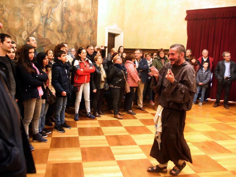 Visitas teatralizadas en Huesca por la Cincomarzada...... - 5 - 3 - 19......PABLO SEGURA PARDINA - [[[FOTOGRAFOS]]] [[[HA ARCHIVO]]]