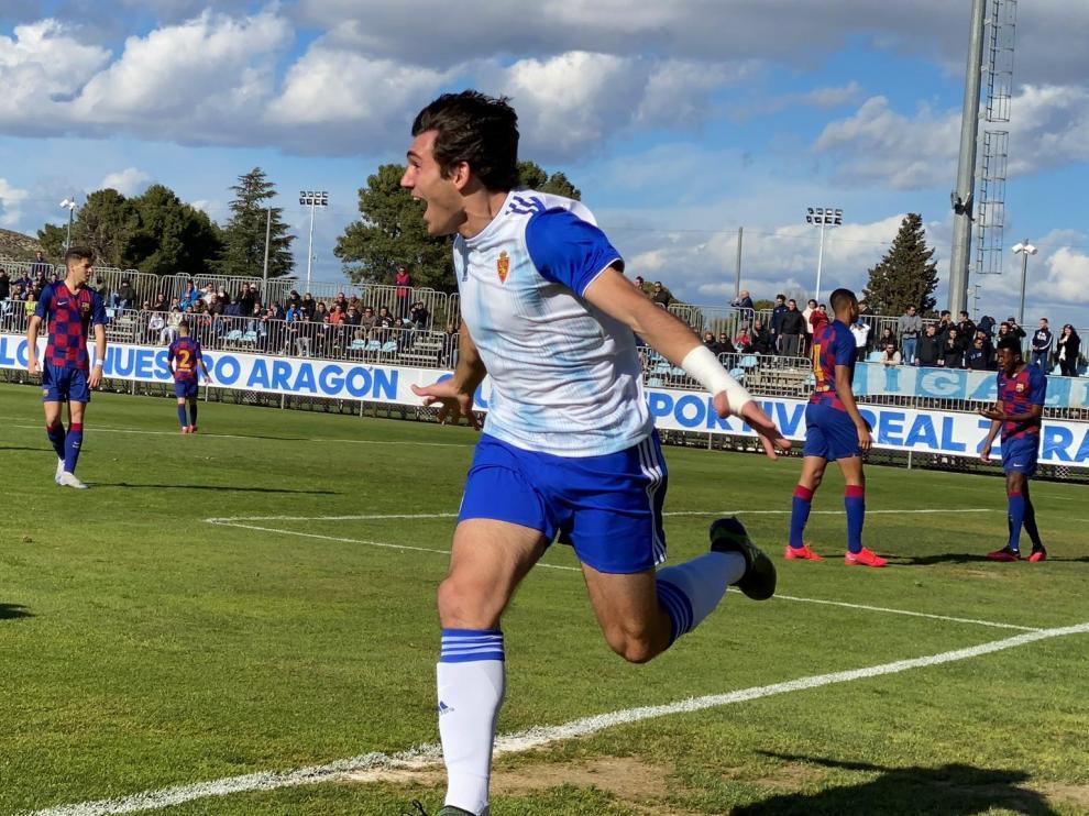 Iván Azón celebrando su primer gol del partido ante el Barcelona.