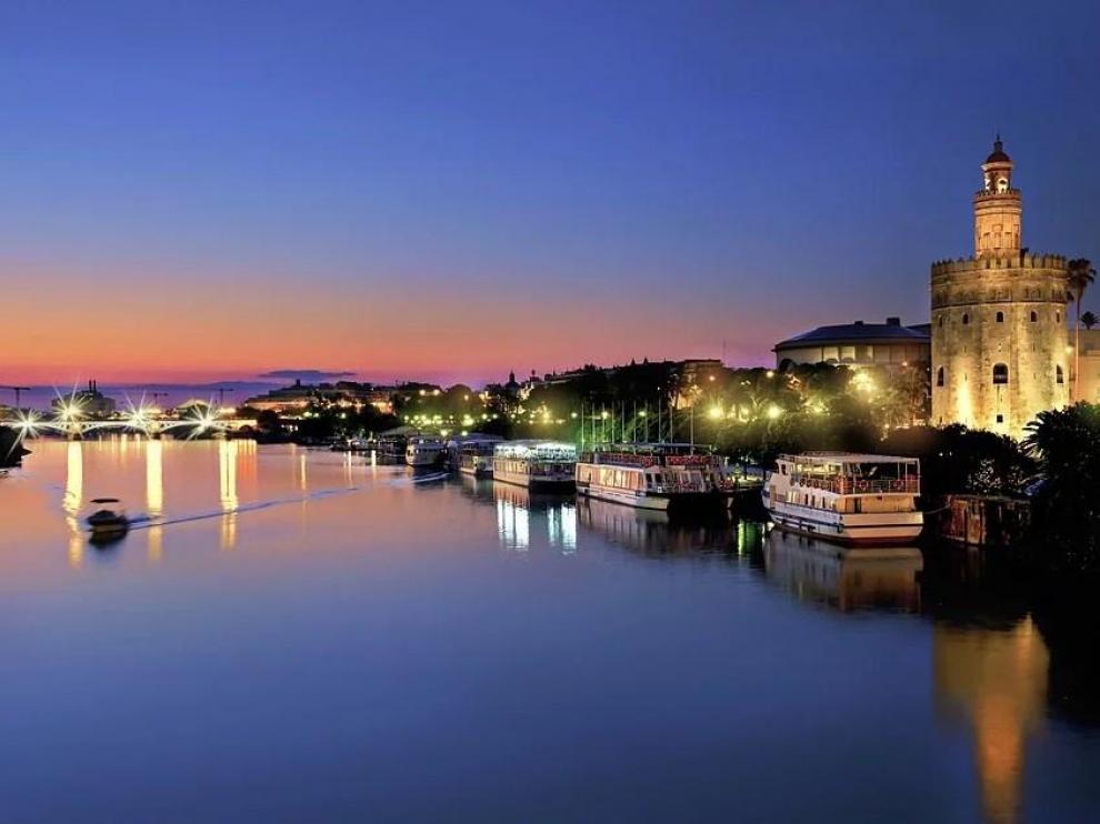 Una imagen de Sevilla de noche.