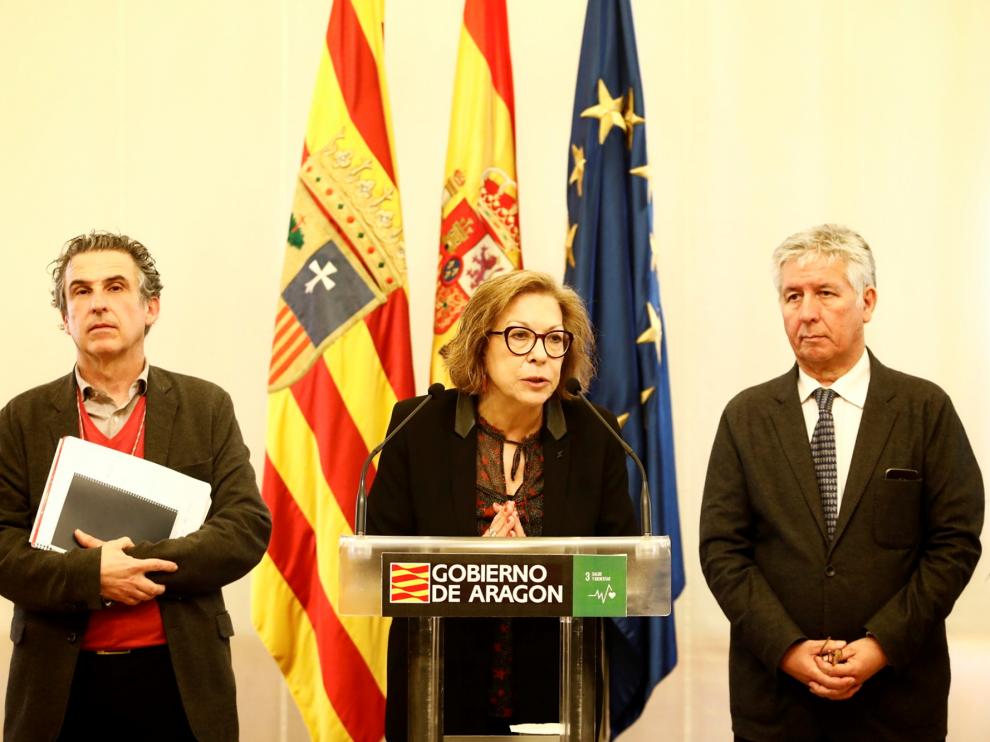 Francisco Javier Falo, Pilar Ventura y Javier Marión informan este martes sobre el coronavirus en el Pignatelli.