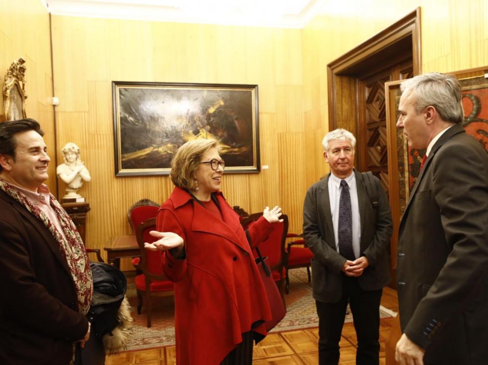 La consejera de Sanidad, Pilar Ventura, y el alcalde de Zaragoza, Jorge Azcón, este miércoles