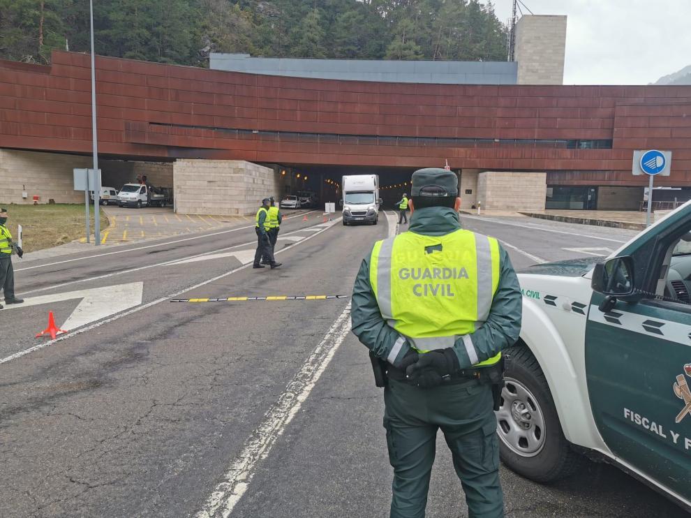 La Guardia Civil blinda la frontera del Somport