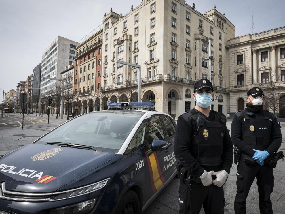PATRULLA DE LA POLICIA NACIONAL EN ZARAGOZA / CORONAVIRUS / 19/03/2020 / FOTO : OLIVER DUCH [[[FOTOGRAFOS]]]