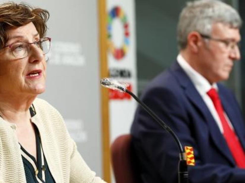 La consejera de Ciudadanía, Mariví Broto, y el director del IASS, Joaquín Santos, han comparecido este sábado para detallar las medidas adoptadas sobre las residencias.