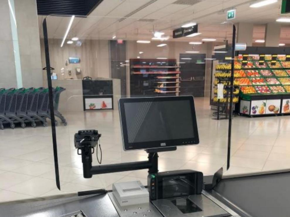 Mercadona instala mamparas protectoras en las cajas de todos sus supermercados.