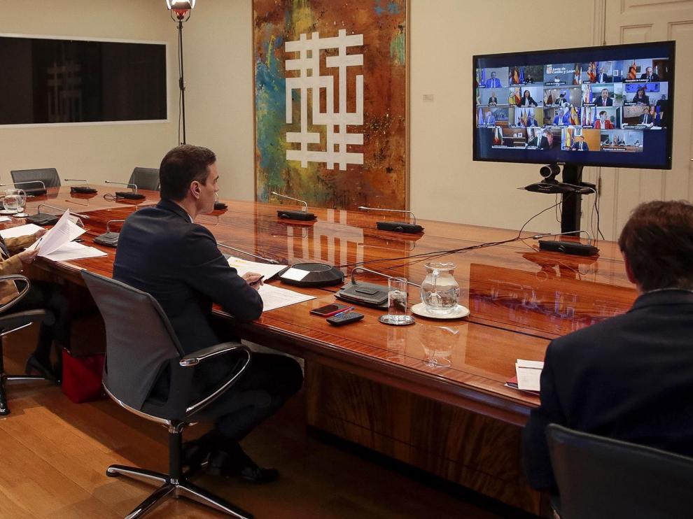 Pedro Sánchez durante la reunión que ha mantenido por videoconferencia con los presidentes autonómicos este domingo.