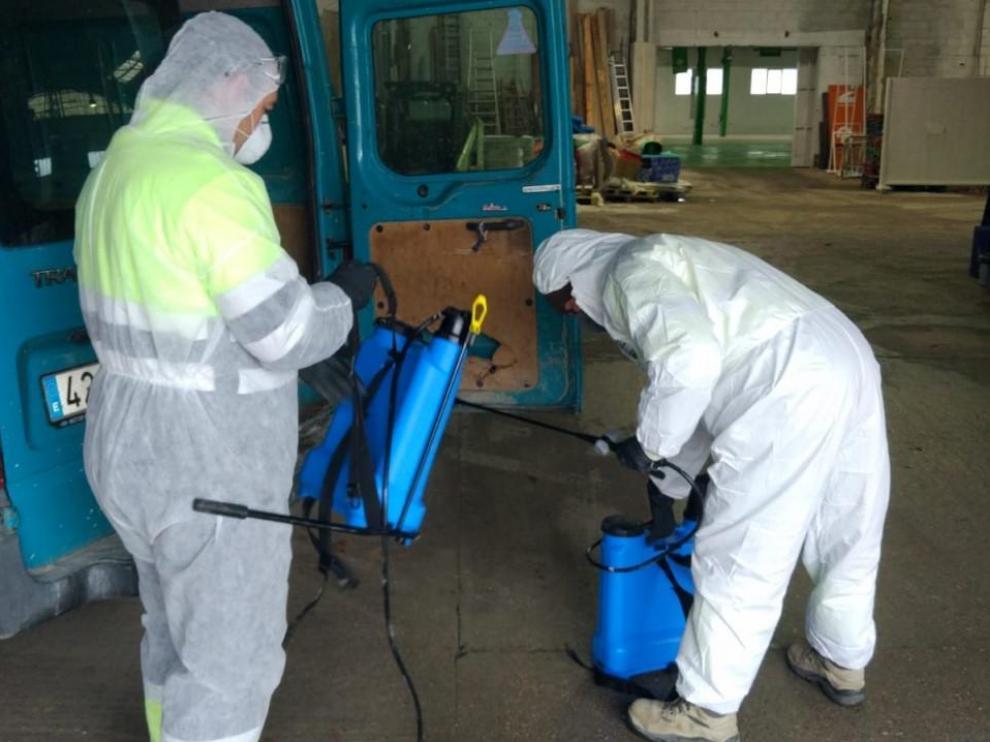 Los recursos materiales y humanos se destinan a la desinfección viaria.