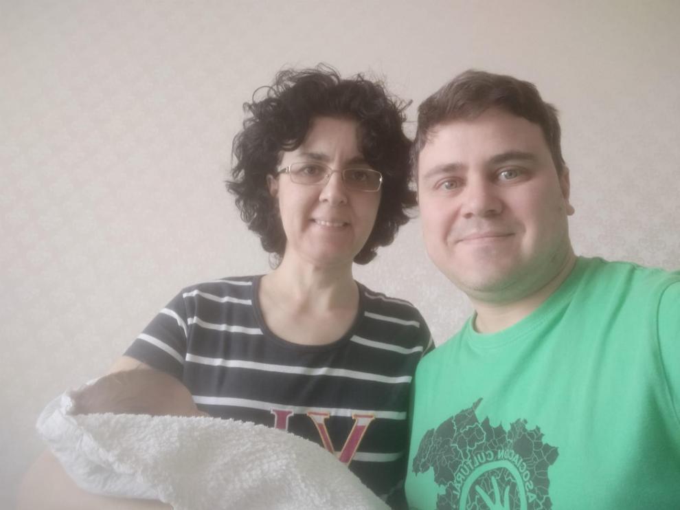 José Antonio Sánchez y Gema García, en Kiev con su hija.