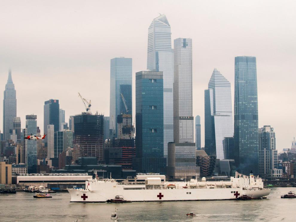 Llega a Nueva York el buque hospital de la Marina 'USNS Comfort'
