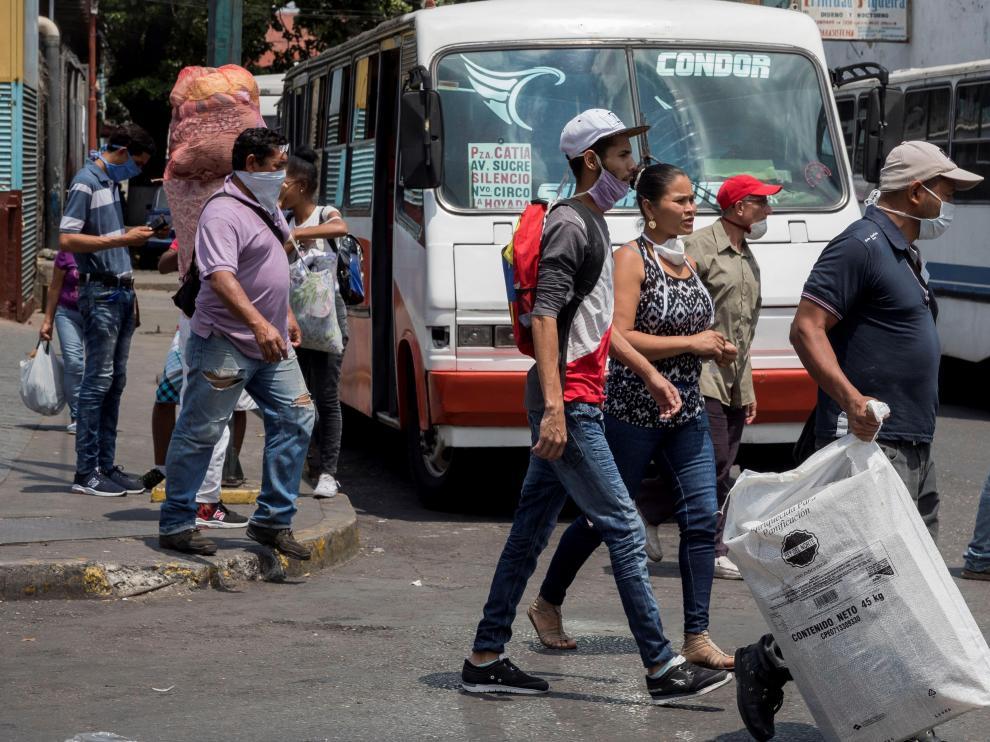 Venezolanos toman medidas para contener la propagación del COVID-19