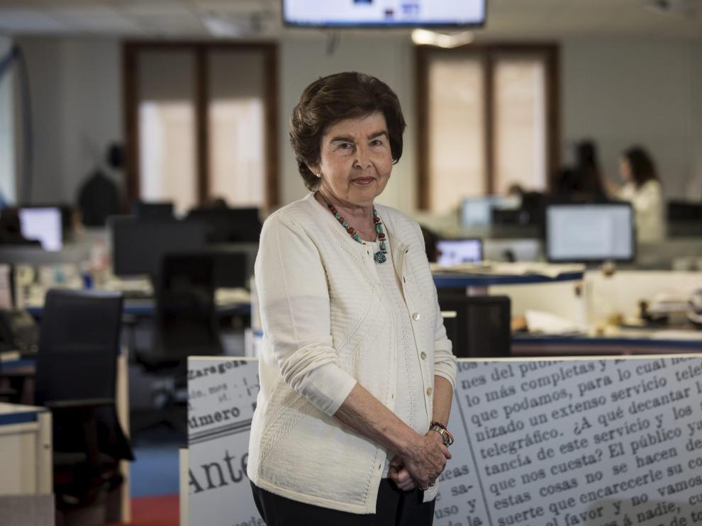 Pilar de Yarza, en la redacción de HERALDO, cuando le fue concedido el premio Luca de Tena.