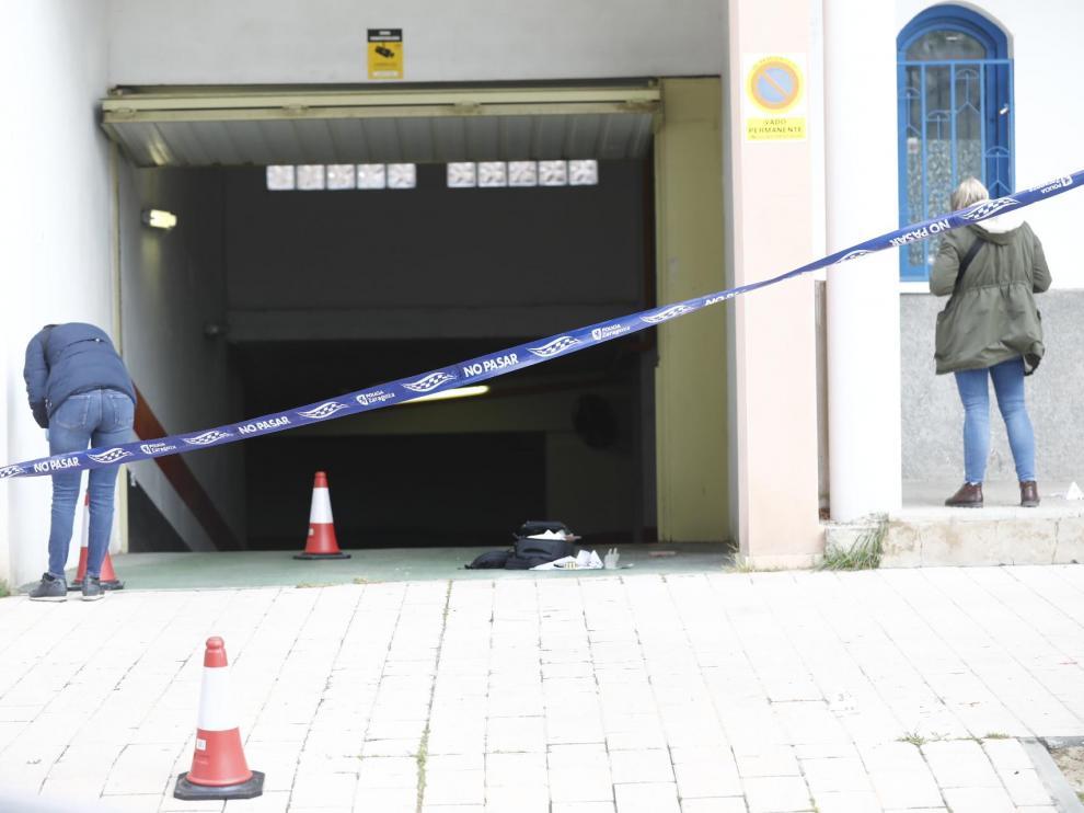 El ataque ha tenido lugar en la calle de Mainar y la Policía busca a su autor.