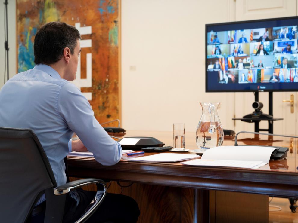 Pedro Sánchez durante la reunión hoy por videoconferencia con los presidentes autonómicos.