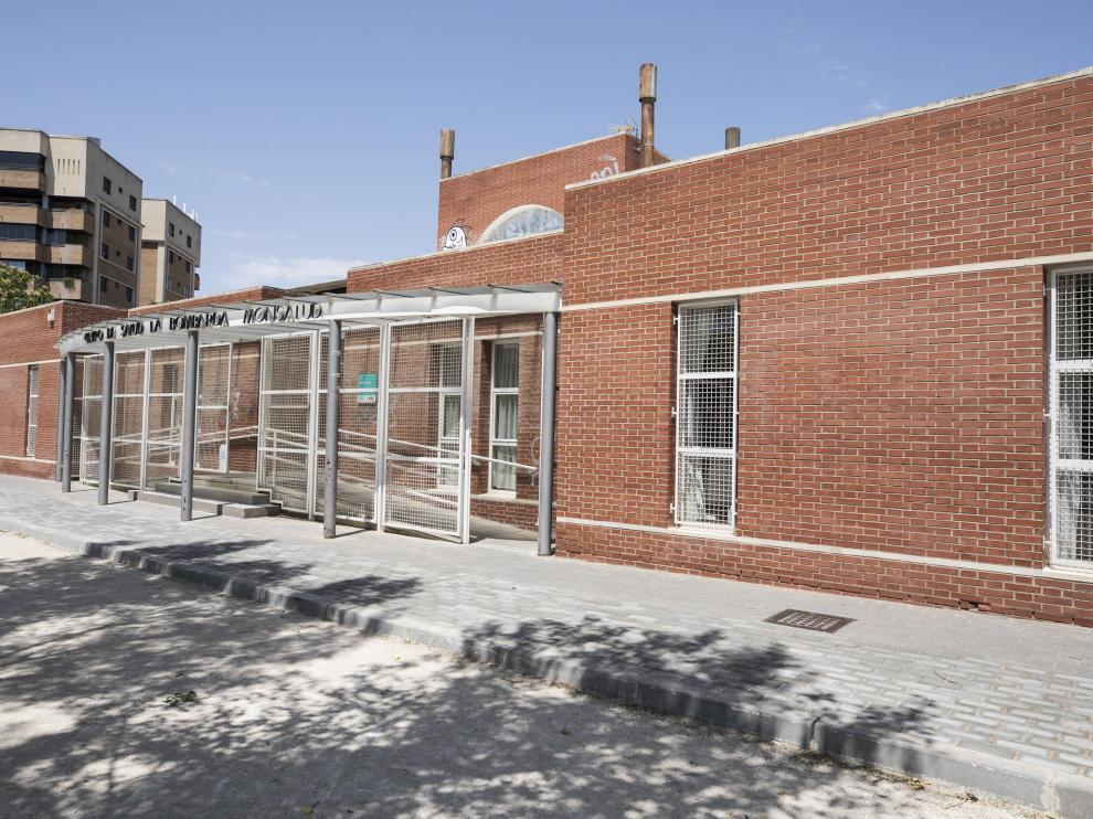 Fachada del centro de salud de la Bombarda, que presenta la tasa más alta de coronavirus de Zaragoza.