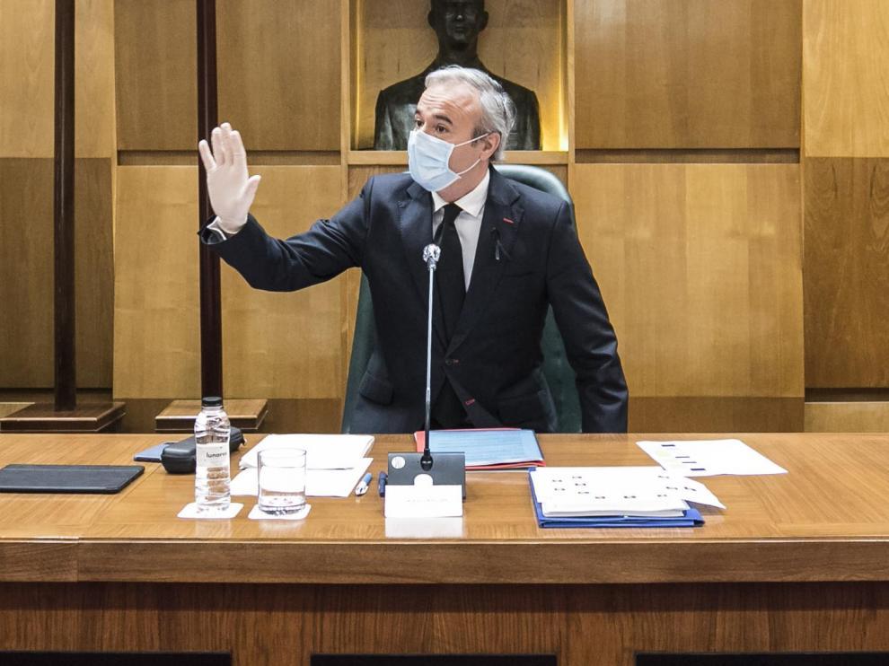 orge Azcón, en el pleno extraordinario del Ayuntamiento de Zaragoza