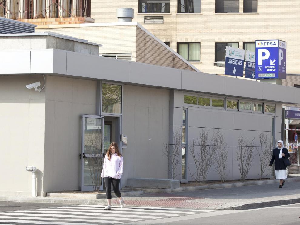 Entrada al parquin del hospital Clínico, estrenado en 2012.