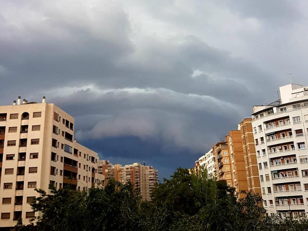 Nubes de tormenta sobre Zaragoza.