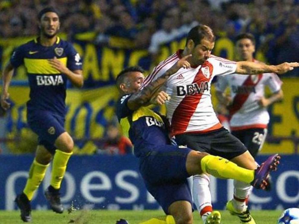 Un lance del partido Boca Juniors-River Plate de la última liga argentina.