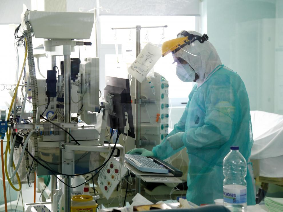 Las unidades de cuidados intensivos de Aragón, en la foto, la del hospital Miguel Servet, llegaron a disponer de 298 camas en el pico de la pandemia y siempre hubo un 30% libres.