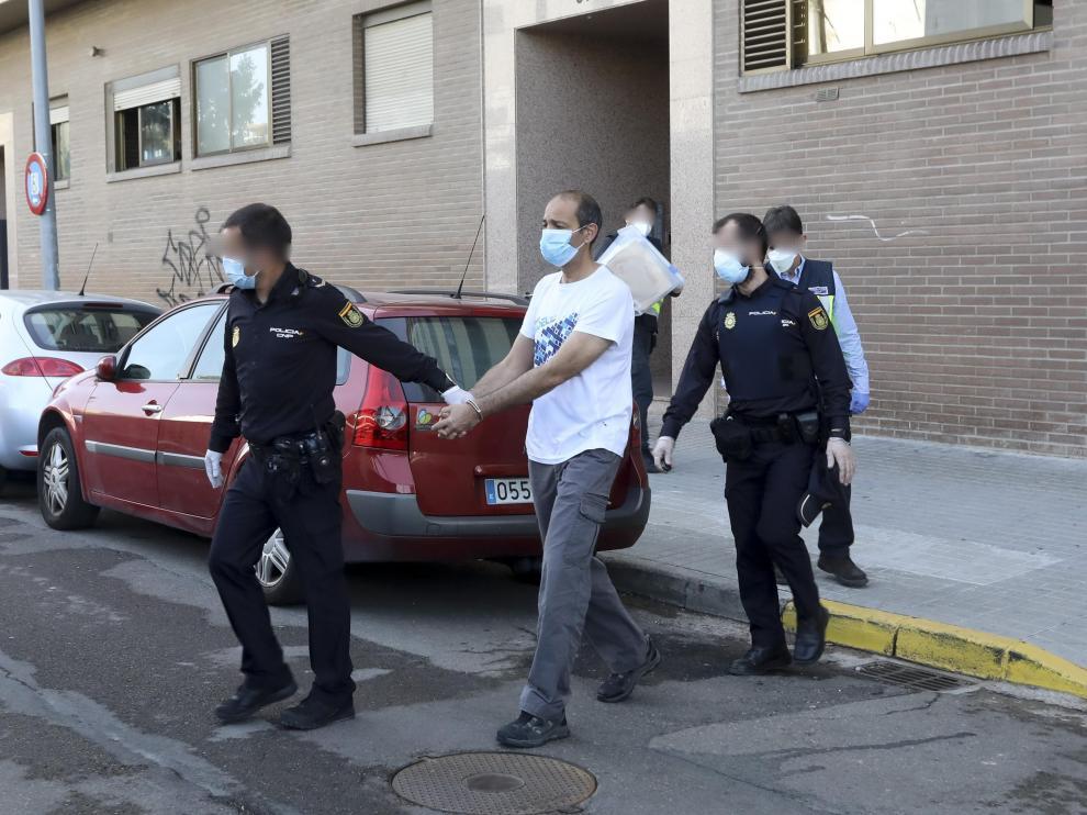La Policía Nacional registró este lunes el domicilio del guardia civil detenido en busca de pruebas.